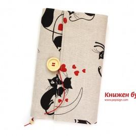 Книгодрешка <br/> • Влюбени котки •